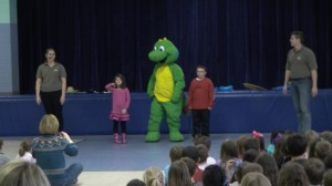 Lil Iguana with kids during Underhill School, Hooksett